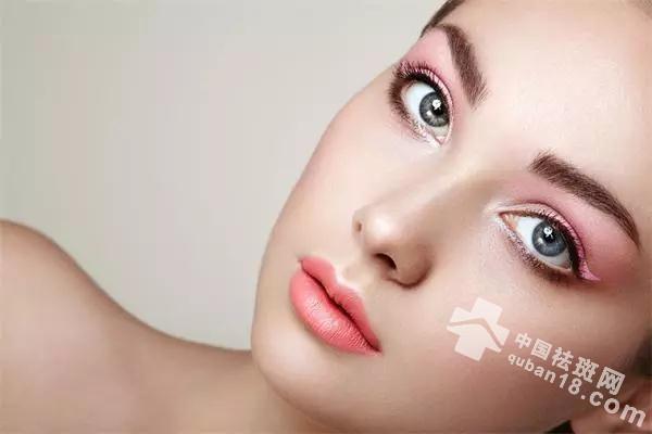 夏季控斑,别只知道防晒,清理黑色素的3种方法,也要知道