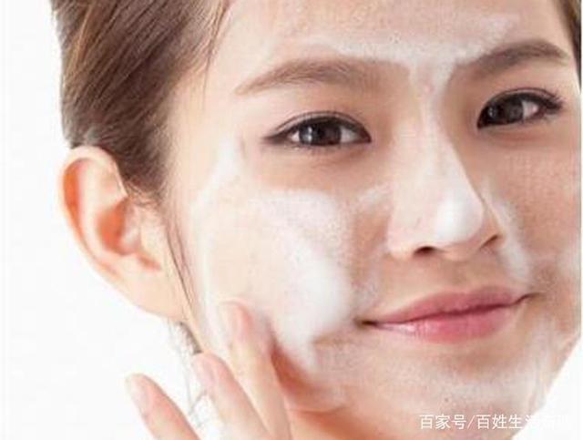 女性脸上易长黑斑的原因?怎样消除?