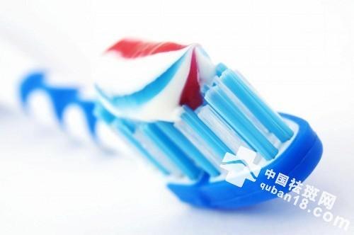 牙膏祛斑的正确方法 一支牙膏帮你赶走脸上斑点